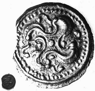 comparison with the Celtic bronze coin (2nd half of the 1st cent. BC) of the Silvanectes tribe, Senlis area (F; Musée des Antiquitées Nationales Sakint Germain-en-Laye)