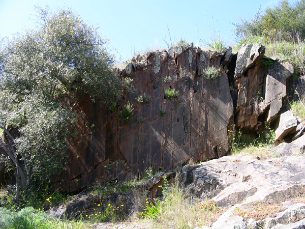 The vertical panel of the Vermelhosa rock 1
