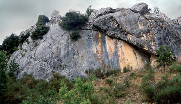 Fig. 1 Foto panoramica del riparo del Morricone del Pesco (foto: D. Sigari)