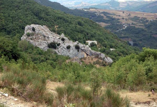 Fig. 2 Foto panoramica della valle Serrata e del Morricone del Pesco (foto: D. Sigari)