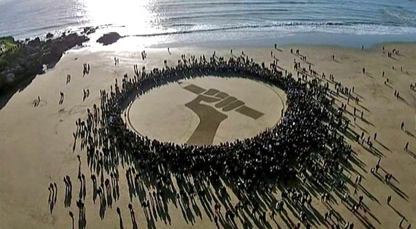 Sand-art on ROYAN shore by J. Ben