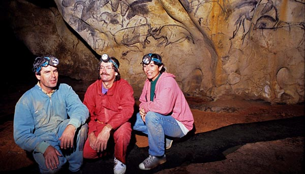 The discoverers Jean-Marie Chauvet, Eliette Brunel and Christian Hilaire inside the Chauvet-Pont d'Arc cave (photo Chauvet-Brunel-Hilaire)