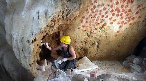 Les-plasticiens-de-Phénomènes-créent-les-éléments-géologiques-©-SYCPA-61.jpg