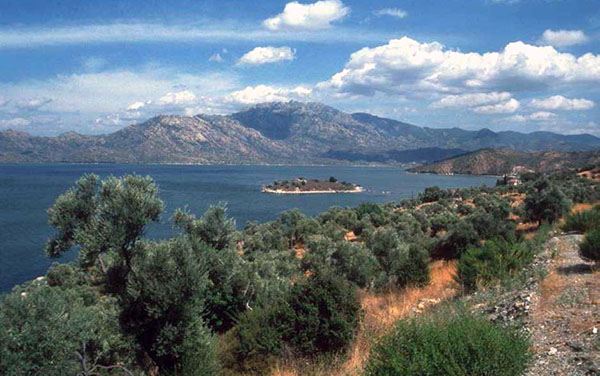 Fig. 2 – View of Lake Bafa from the southern shore; in the foreground the Kahve Asar Ada with a fortified Byzantine monastery of the 13th century AD; in the background the Latmos Mountains/ Beşparmak with the 1375-m-high peak, the Tekerlek Dagi