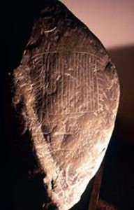 Fig. 15 Ossimo, masso inciso dell'età del Rame (archivio Le Orme dell'Uomo)